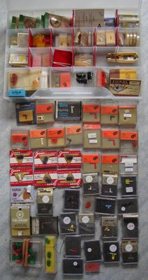 A large number of new gramophone needles