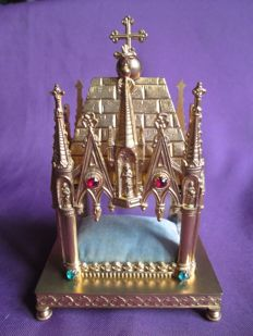 Reliquary in gilt brass in the shape of chapel 19th century