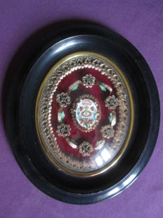 Reliquary in sealed wood with seals containing 6 relics