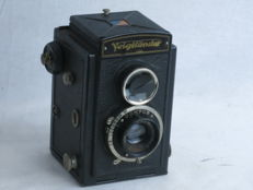 Voigtlander BRILLIANT, 6x6 TLR box-type camera for 120 roll film, with Skopar 75mm/4.5 lens.The compur shutter is in working order.. EXC+
