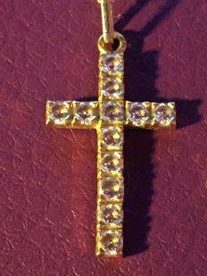 Cross in 18kt/750 yellow gold, 12 sapphires, era 1950/60, 'Singapore' chain
