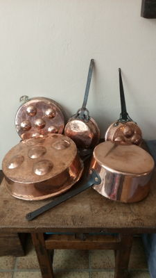 5 red copper pans