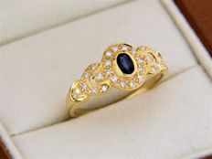 Ring in 18 kt yellow gold, sapphire + diamonds, ring size: 58 – easily resizable –