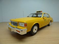 Model Car Group - Scale 1/18 - Chevrolet Caprice - Yellow Cab Taxi