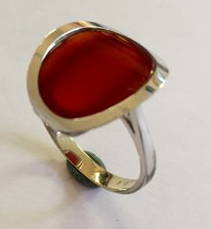 White gold carnelian ring, sleek