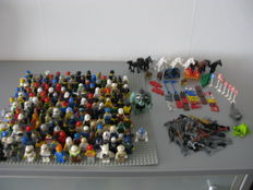 150 mini figures / flags / animals / weapons / traffic signs