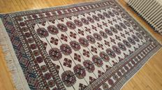 Wonderful Boukhara rug from Pakistan – hand-knotted – 300 x 190 cm – new condition.
