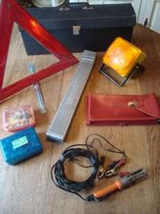 Lot of 1970s accessories - Tool bag, maps folder, warning triangle, emergency light, lights set, work light