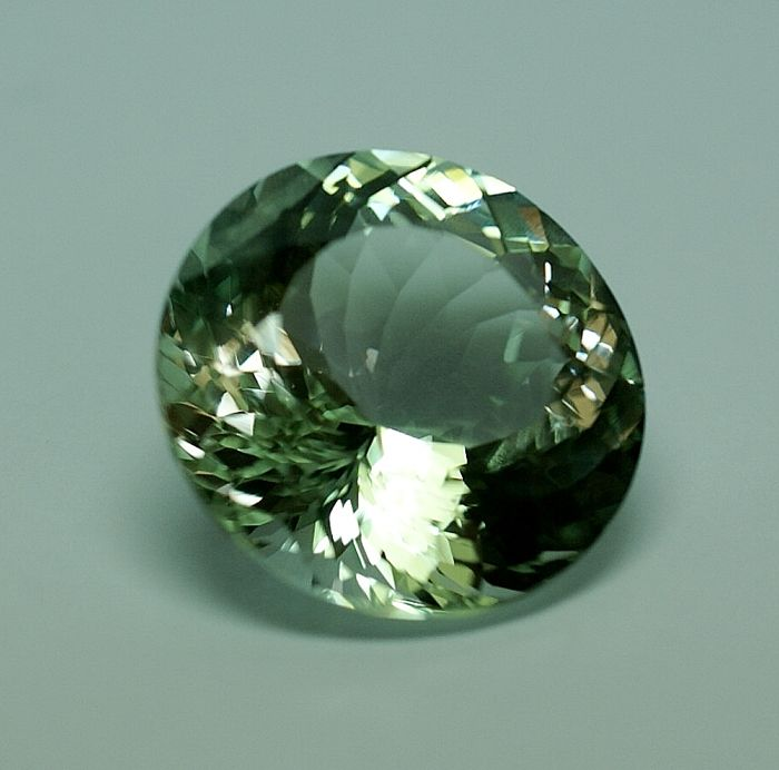 Beryll - yellowish-green -  29,29 ct