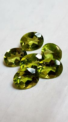 Lot of 6 peridots — 11.95 ct in total