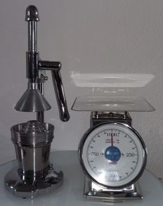 Retro juicer and scale