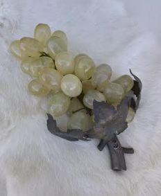 Grapes in natural stones - base and leaves in silver - Portugal - 20th/21st century