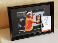 Roger Federer - Tennis legend - Personal custom-made hand-autographed Nike wristband Indian Wells 2015 + action picture in large frame + COA