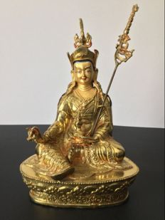 Representation of Padmasambhava in copper with gold patina - Nepal - early 21st century