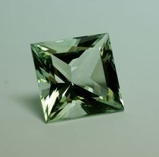 Beryl - yellowish-green,  26.74 ct