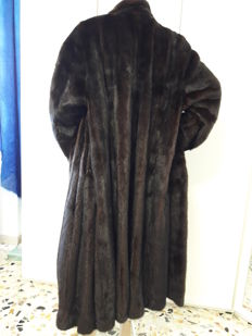 Saga Mink Royal – carefully-selected mink fur coat, pelz - borgard Hannover. Long women's coat.