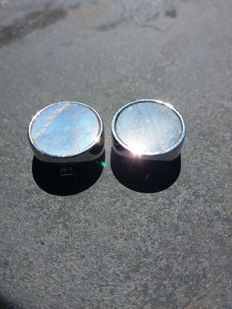 A Unique and Innovative Pair of Madagascan Labradorite Cufflinks set in 6.82g of Sterling Silver