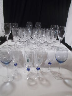 34 pieces of crystal wine glasses, different designs.