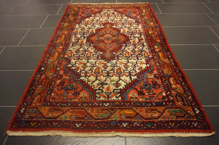 Old high-quality Persian carpet, Hamadan, made in Iran, natural dyes, 106 x 170 cm