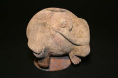 Pre-Columbian art - Body-shaped container of man crouching with hand on chin in meditation attitude. Height 97 mm.
