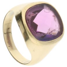 Yellow gold ring of 14 kt, set with a cut amethyst - ring size: 19.5 mm
