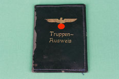 Truppen / military service-ausweiss no 31 (1940-1941) stamped and with name in cover (1)