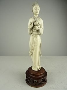 Ivory figurine of a woman with a flower - China - approx. 1900