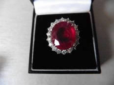 18ct Gold Ruby and Diamond cluster ring - size M EU 52