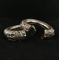 Pair of antique silver bracelets – Tamil Nadu (India), early 1900s.