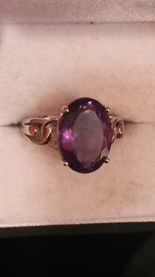 Unusual stone! The stone is Teal Green Fluorite. Purple in Light. 6.77ct Baiyang Colour Change Fluorite Coctail ring