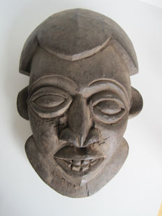Large African tribal Ngoin mask of the BAMOUN (Bamum) tribe