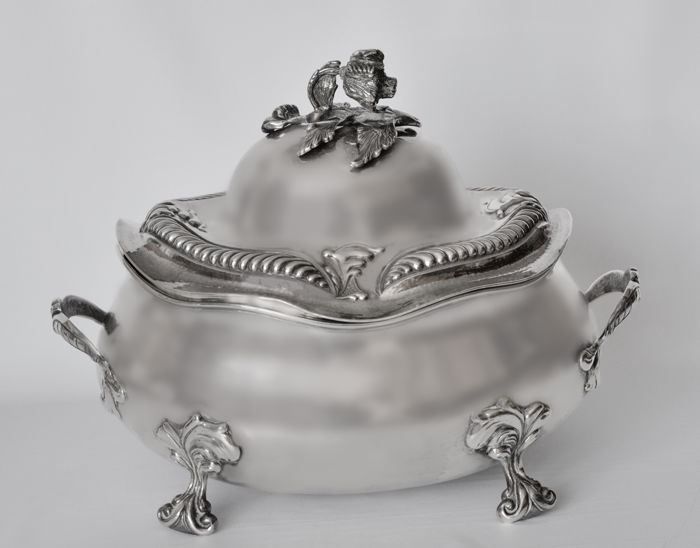 Silver tureen signed by Assayer Zuan Piero Grappiglia, Venice, 1758-1802