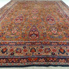 Maud - 353 x 251 cm - large, special, Persian eye-catcher - refined and richly decorated - with silk - in beautiful condition - with certificate