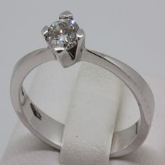 18 kt 18 kt white gold solitaire ring with 0.35 ct diamond Size: 13