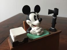 Disney, Walt - Beeld - Mickey Mouse in office (1990s)