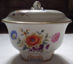 Meissen - Tureen in porcelain with floral decoration