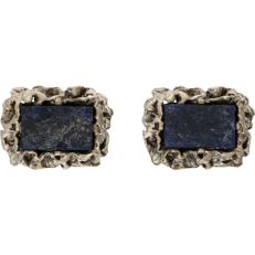 835/1000 – Silver cuff links, each set with lapis lazuli – Length x Width: 2.2 x 1.7 cm