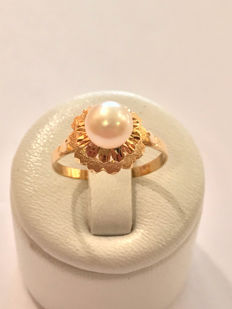 Ring in 18 kt gold with a pearl - size 56