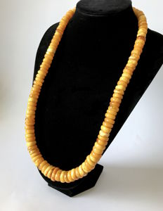 Natural Amber old necklace : not pressed in egg yolk colour, from the Baltic region, 132 grams