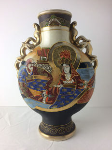 Moriage Satsuma vase – Japan – around 1920s/1930s