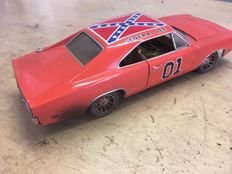 "Ertl - Scale 1/18 - Dodge Charger 1969 in version ""Dukes of Hazzard"""
