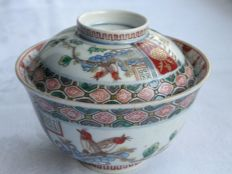 "Lidded Imari bowl (chawan) with flowers and birds marked ""Fuku"" - Japan - ca. 1800-30"