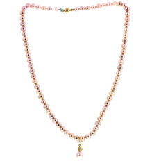 Bliss – Pink pearl necklace with a charm and a small diamond, length is 42 cm