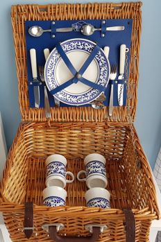 4 people picnic basket Brookes Baskets