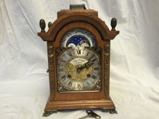 English table clock made of walnut – John Tompion London