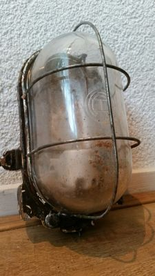 Heavy Duty Industrial Cast Iron Bully Cage light / Bunker lamp