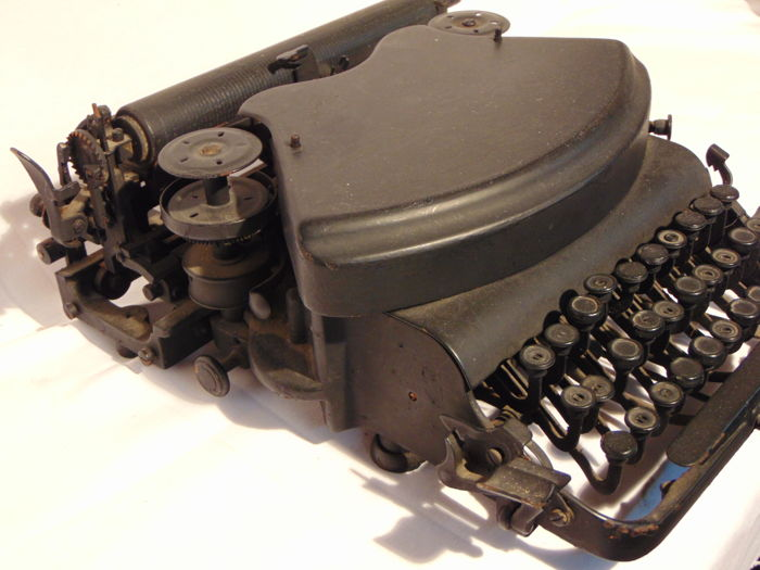 UNKNOWN TYPEWRITER