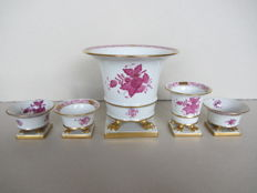 Herend porcelain - 5 clawfoot 'Chinese Bouquet Raspberry' vases.