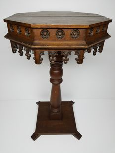 Neo-Gothic octagonal offering block-table - 19th century