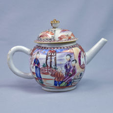 Porcelain teapot Mandarin decoration - China - 18th century